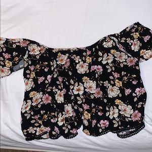 Forever 21 Off-Shoulder Cropped Floral Blouse (M)